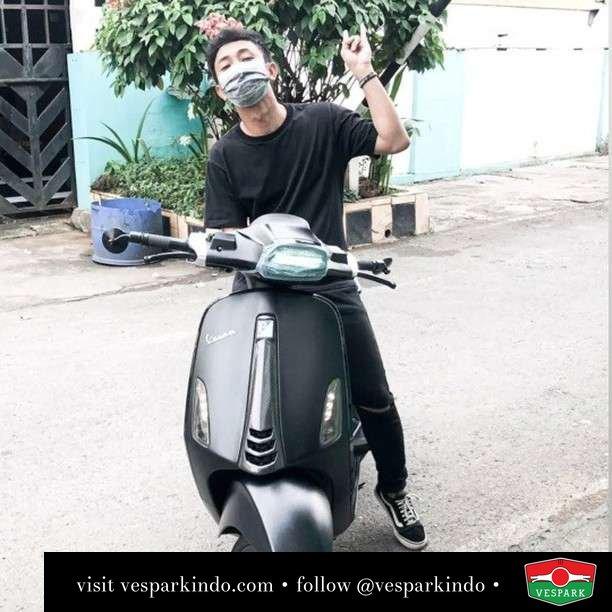 Bukan motor sultan Vespa Sprint black   Live More Ride Vespa Saatnya anda miliki scooter matic legendaris Vespa!  Geser untuk lihat genuine aksesoris Vespa @vesparkindo dan lihat sorotan utk paket promo aksesoris   Tersedia penawaran leasing/kredit menarik untuk semua tipe Vespa. Cek info di web, link di bio  Hubungi dealer resmi Vespark Piaggio Vespa Medan Sumut @vesparkindo untuk pesanan Medan, Aceh, Riau dan Sumut Dealer tetap buka selama liburan silakan WA 0815-21-595959 untuk appointment, jam buka dan DM utk brosur terbaru  Kunjungi: VESPARK: Piaggio Vespa 3S ShowPark Jln Prof HM Yamin No.16A (simpang Jln Jawa)  Medan Telp. 061-456-5454 Cek IG @vesparkindo   feature @bukanmotorsultan