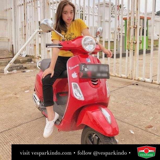 Keliling Kota sama kamu yuk  Live More Ride Vespa Saatnya anda miliki scooter matic legendaris Vespa!  Geser untuk lihat genuine aksesoris Vespa @vesparkindo dan lihat sorotan utk paket promo aksesoris   Tersedia penawaran leasing/kredit menarik untuk semua tipe Vespa. Cek info di web, link di bio  Hubungi dealer resmi Vespark Piaggio Vespa Medan Sumut @vesparkindo untuk pesanan Medan, Aceh, Riau dan Sumut Dealer tetap buka selama liburan silakan WA 0815-21-595959 untuk appointment, jam buka dan DM utk brosur terbaru  Kunjungi: VESPARK: Piaggio Vespa 3S ShowPark Jln Prof HM Yamin No.16A (simpang Jln Jawa)  Medan Telp. 061-456-5454 Cek IG @vesparkindo   @indahkwrd