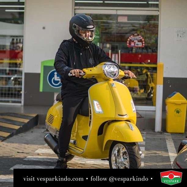 Lemon yellow Vespa GTS custom  Live More Ride Vespa Saatnya anda miliki scooter matic legendaris Vespa!  Geser untuk lihat genuine aksesoris Vespa @vesparkindo dan lihat sorotan utk paket promo aksesoris   Tersedia penawaran leasing/kredit menarik untuk semua tipe Vespa. Cek info di web, link di bio  Hubungi dealer resmi Vespark Piaggio Vespa Medan Sumut @vesparkindo untuk pesanan Medan, Aceh, Riau dan Sumut Dealer tetap buka selama liburan silakan WA 0815-21-595959 untuk appointment, jam buka dan DM utk brosur terbaru  Kunjungi: VESPARK: Piaggio Vespa 3S ShowPark Jln Prof HM Yamin No.16A (simpang Jln Jawa)  Medan Telp. 061-456-5454 Cek IG @vesparkindo   feature @michseti @mrlemon69