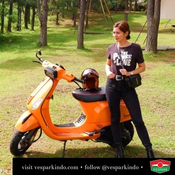 Orange zest up your life  Live More Ride Vespa Saatnya anda miliki scooter matic legendaris Vespa!  Geser untuk lihat Vespa S terbaru dan genuine aksesoris Vespa @vesparkindo dan lihat sorotan utk paket promo aksesoris   Tersedia penawaran leasing/kredit menarik untuk semua tipe Vespa. Cek info di web, link di bio  Hubungi dealer resmi Vespark Piaggio Vespa Medan Sumut @vesparkindo untuk pesanan Medan, Aceh, Riau dan Sumut Dealer tetap buka selama liburan silakan WA 0815-21-595959 untuk appointment, jam buka dan DM utk brosur terbaru  Kunjungi: VESPARK: Piaggio Vespa 3S ShowPark Jln Prof HM Yamin No.16A (simpang Jln Jawa)  Medan Telp. 061-456-5454 Cek IG @vesparkindo    feature @kristinehernaezsanchez