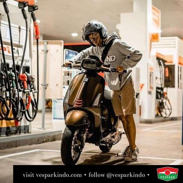 Sprint refuel  Live More Ride Vespa Saatnya anda miliki scooter matic legendaris Vespa!  Geser untuk lihat genuine aksesoris Vespa @vesparkindo dan lihat sorotan utk paket promo aksesoris   Tersedia penawaran leasing/kredit menarik untuk semua tipe Vespa. Cek info di web, link di bio  Hubungi dealer resmi Vespark Piaggio Vespa Medan Sumut @vesparkindo untuk pesanan Medan, Aceh, Riau dan Sumut Dealer tetap buka selama liburan silakan WA 0815-21-595959 untuk appointment, jam buka dan DM utk brosur terbaru  Kunjungi: VESPARK: Piaggio Vespa 3S ShowPark Jln Prof HM Yamin No.16A (simpang Jln Jawa)  Medan Telp. 061-456-5454 Cek IG @vesparkindo   feature @jojanwicaksono