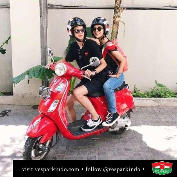 Travel with Vespa  Live More Ride Vespa Saatnya anda miliki scooter matic legendaris Vespa!  Geser untuk lihat genuine aksesoris Vespa @vesparkindo dan lihat sorotan utk paket promo aksesoris   Tersedia penawaran leasing/kredit menarik untuk semua tipe Vespa. Cek info di web, link di bio  Hubungi dealer resmi Vespark Piaggio Vespa Medan Sumut @vesparkindo untuk pesanan Medan, Aceh, Riau dan Sumut Dealer tetap buka selama liburan silakan WA 0815-21-595959 untuk appointment, jam buka dan DM utk brosur terbaru  Kunjungi: VESPARK: Piaggio Vespa 3S ShowPark Jln Prof HM Yamin No.16A (simpang Jln Jawa)  Medan Telp. 061-456-5454 Cek IG @vesparkindo