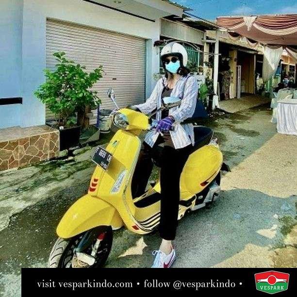 Yellow  Live More Ride Vespa Saatnya anda miliki scooter matic legendaris Vespa!  Geser untuk lihat genuine aksesoris Vespa @vesparkindo dan lihat sorotan utk paket promo aksesoris   Tersedia penawaran leasing/kredit menarik untuk semua tipe Vespa. Cek info di web, link di bio  Hubungi dealer resmi Vespark Piaggio Vespa Medan Sumut @vesparkindo untuk pesanan Medan, Aceh, Riau dan Sumut Dealer tetap buka selama liburan silakan WA 0815-21-595959 untuk appointment, jam buka dan DM utk brosur terbaru  Kunjungi: VESPARK: Piaggio Vespa 3S ShowPark Jln Prof HM Yamin No.16A (simpang Jln Jawa)  Medan Telp. 061-456-5454 Cek IG @vesparkindo   feature @chindi6699