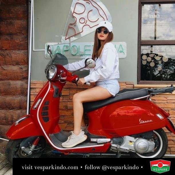 Red Vespa GTS Vespa girl  Live More Ride Vespa Saatnya anda miliki scooter matic legendaris Vespa!  Geser untuk lihat genuine aksesoris Vespa @vesparkindo dan lihat sorotan utk paket promo aksesoris   Tersedia penawaran leasing/kredit menarik untuk semua tipe Vespa. Cek info di web, link di bio  feature @angelicanavaro