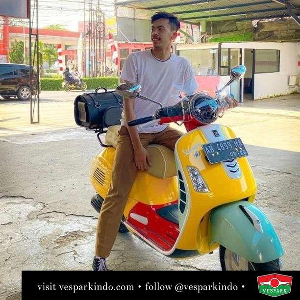 Vespa GTS custom   Live More Ride Vespa Saatnya anda miliki scooter matic legendaris Vespa!  Geser untuk lihat genuine aksesoris Vespa @vesparkindo dan lihat sorotan utk paket promo aksesoris   Tersedia penawaran leasing/kredit menarik untuk semua tipe Vespa. Cek info di web, link di bio  Hubungi dealer resmi Vespark Piaggio Vespa Medan Sumut @vesparkindo untuk pesanan Medan, Aceh, Riau dan Sumut Dealer tetap buka selama liburan silakan WA 0815-21-595959 untuk appointment, jam buka dan DM utk brosur terbaru  Kunjungi: VESPARK: Piaggio Vespa 3S ShowPark Jln Prof HM Yamin No.16A (simpang Jln Jawa)  Medan Telp. 061-456-5454 Cek IG @vesparkindo   feature @dutha_ferryansyah
