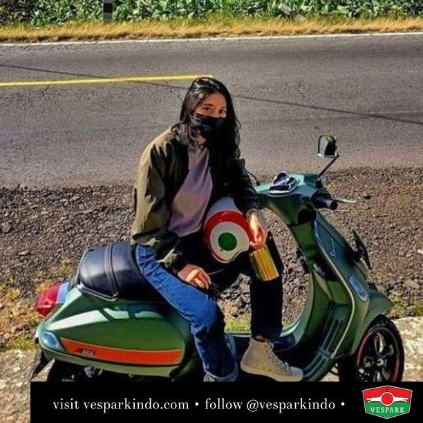 Vespa S girl   Live More Ride Vespa Saatnya anda miliki scooter matic legendaris Vespa!  Geser untuk lihat Vespa S terbaru dan genuine aksesoris Vespa @vesparkindo dan lihat sorotan utk paket promo aksesoris   Tersedia penawaran leasing/kredit menarik untuk semua tipe Vespa. Cek info di web, link di bio  Hubungi dealer resmi Vespark Piaggio Vespa Medan Sumut @vesparkindo untuk pesanan Medan, Aceh, Riau dan Sumut Dealer tetap buka selama liburan silakan WA 0815-21-595959 untuk appointment, jam buka dan DM utk brosur terbaru  Kunjungi: VESPARK: Piaggio Vespa 3S ShowPark Jln Prof HM Yamin No.16A (simpang Jln Jawa)  Medan Telp. 061-456-5454 Cek IG @vesparkindo   feature @shallrus