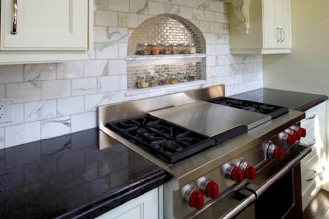 backsplash niche for condiments and oils behind range