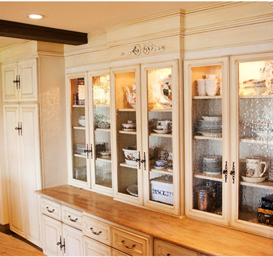 Traditional styled hutch