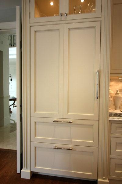 Paneled refrigerator with columns