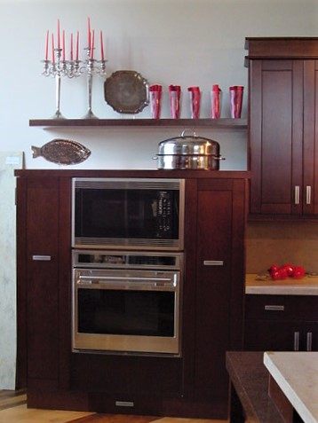 Single floating shelf above oven & pantries