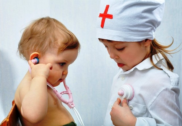 An image of two sisters. Playing in hospital.