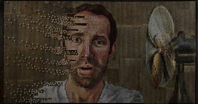 Чоловік створює портрети людей із шурупів