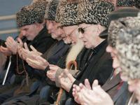 Чеченского фанатика с почестями похоронили на родине