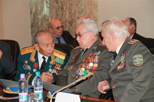 Мирзиеев щедро отметил ветеранов Второй мировой