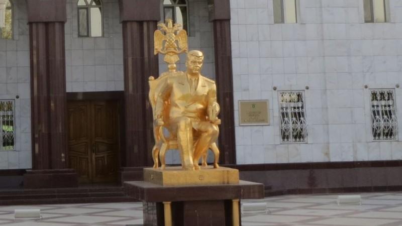 В Туркмении переименовывают поселки в честь Ниязова