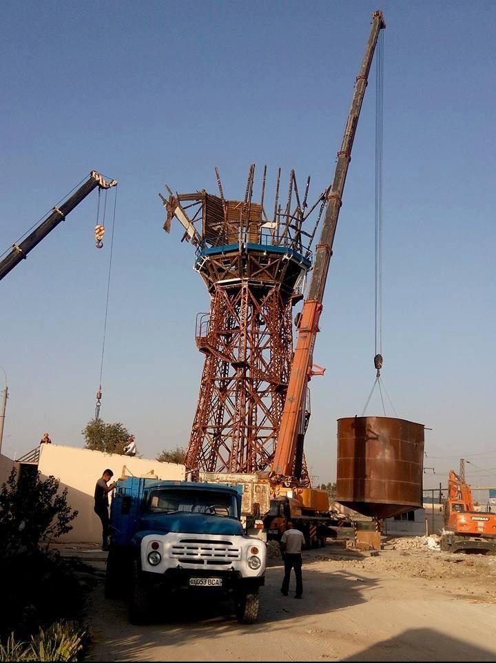 В Ташкенте снесли 118-летнюю водонапорную башню