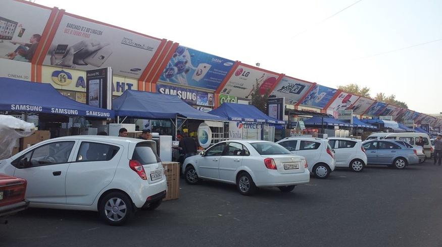 В Ташкенте внезапно закрыли крупнейший технорынок «Малика»