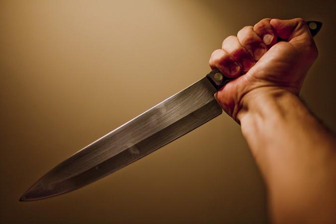 Пырнул ножом за «звонок другу»