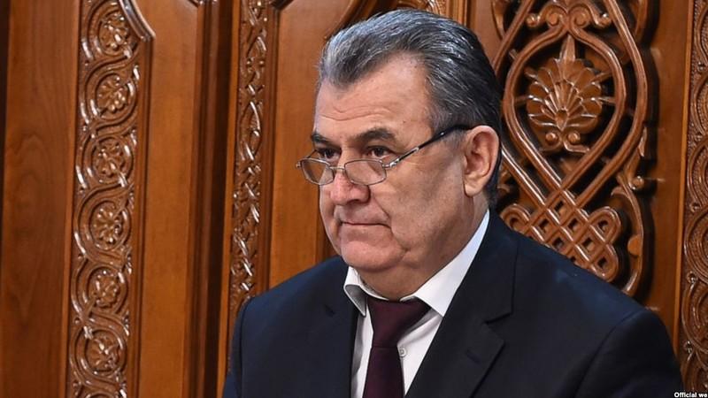 Министра потребовали уволить за ломаный русский