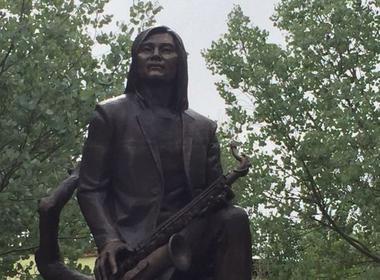 Солисту «А-Студио» поставили памятник на родине