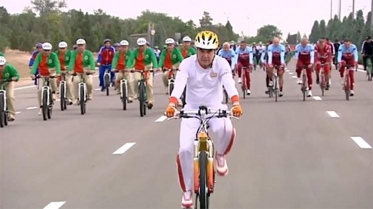 Президент Туркмении вкатился в книгу рекордов Гиннеса