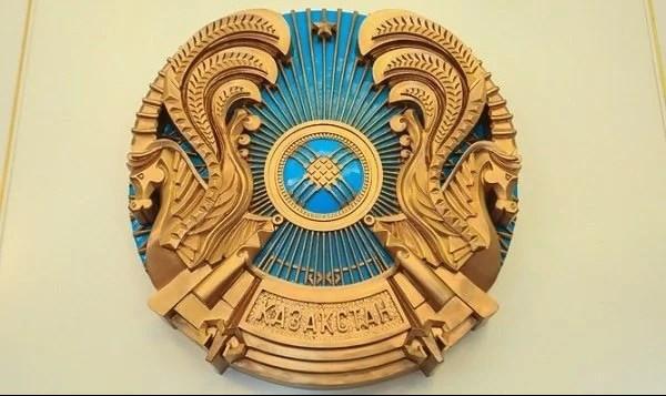 На казахском гербе сменили название страны