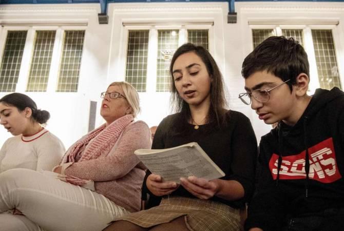 Почему армянская семья в Гааге молится 800 часов подряд