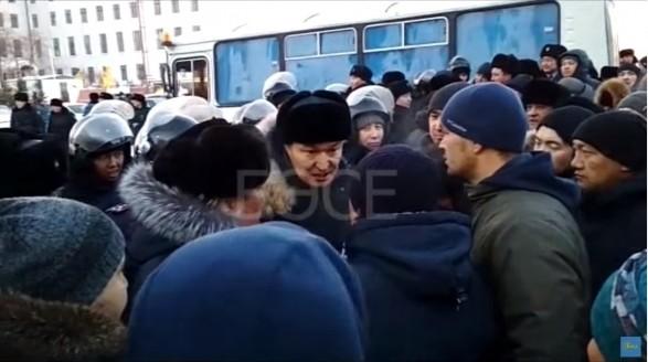 Улицы Караганды бурлят после убийства молодого казаха