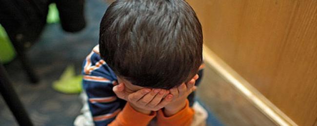 В Ангрене воспитательница детсада выбила зубы малышу