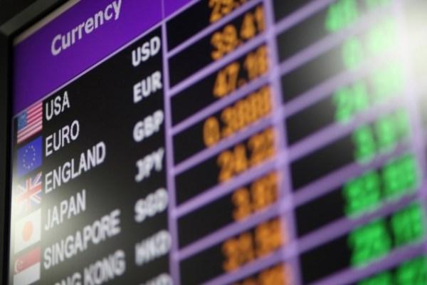 Девять банков отстранены от валютных торгов