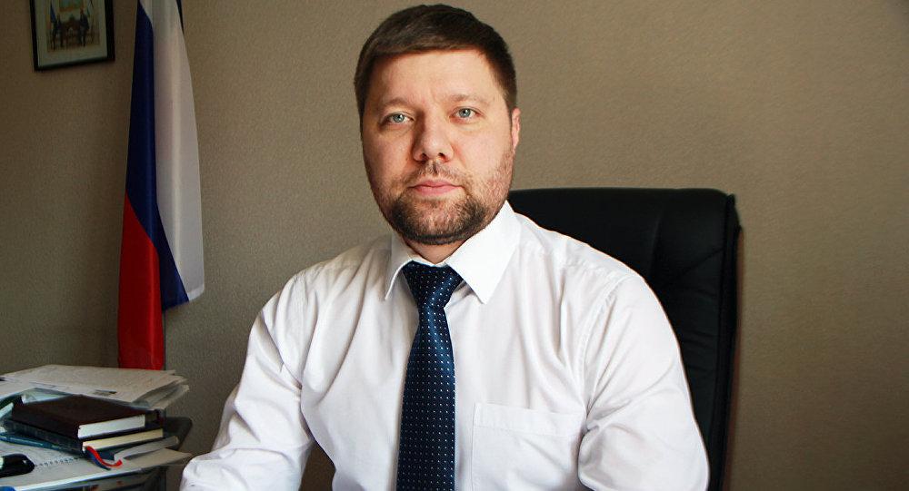 Консул РФ всех «примет» по телефону