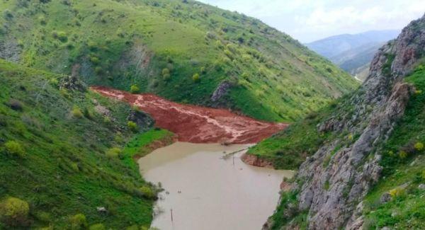 Сель перекрыл реку в Китабском районе