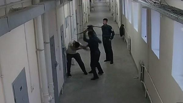 Надзиратели Таштюрьмы отсидят два года за избиение заключенного