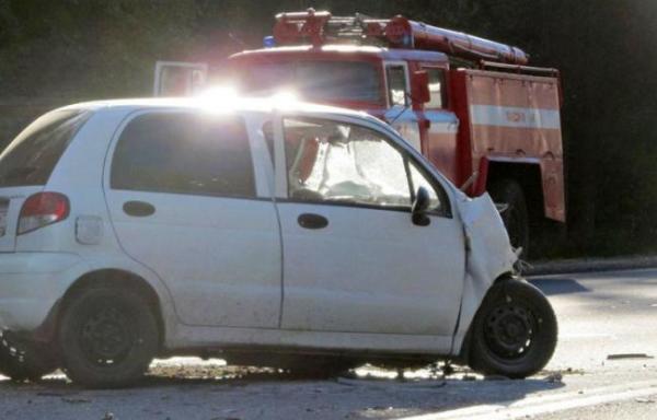 В Ташкенте ночью Маtiz столкнулся с грузовиком, двое погибли
