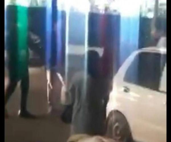В Ташкенте конфликт водителей перерос до драки с пилой