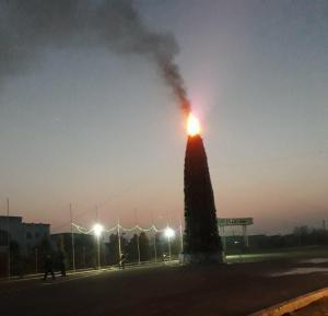 Новогодняя елка сгорела у ФК «Шуртан» в Кашкадарье