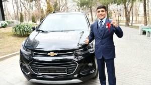 Президент подарил боксеру квартиру и автомобиль Tracker