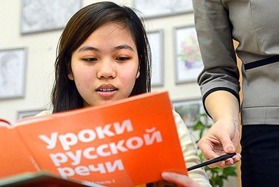 Россия «подтянет» по русскому узбекских гастарбайтеров