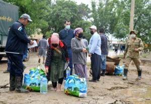 Легенды узбекского футбола поддержали пострадавшие сырдарьинские семьи
