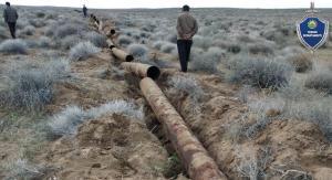 Похитители вырыли все водопроводные трубы в песках Кызылкума