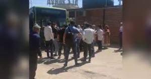 Автобус сбил двух пешеходов на обочине в Ташкенте