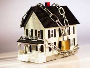 Узбекский алиментщик расплатился с супругой своим домом