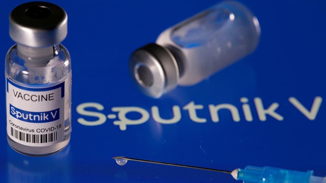 Кто и зачем «поливает» вакцинацию