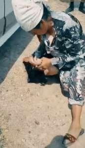 Жительница Паркента раздела и избила землячку за купание в канале Кызылсай