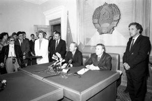 Как Назарбаев отверг от Каддафи  млрд за ядерное оружие