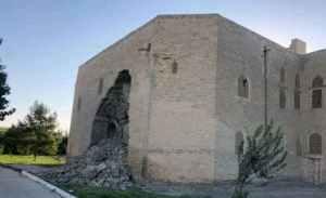 Стена старинного медресе Абдулла-хана обрушилась в Бухаре