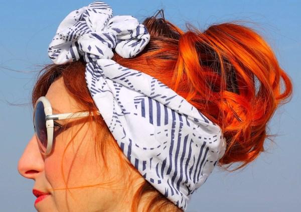 Fascia per capelli modello swing era bianca e blu