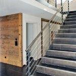 Treppe mit kantiger Schiene