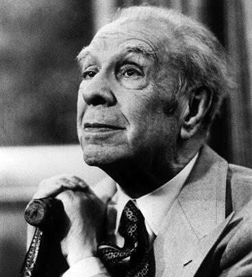 В 1980 году лауреатом премии Чино дель Дука стал аргентинский писатель Хорхе Луи Борхес, один из основателей авангардизма в испаноязычной латиноамериканской поэзии.
