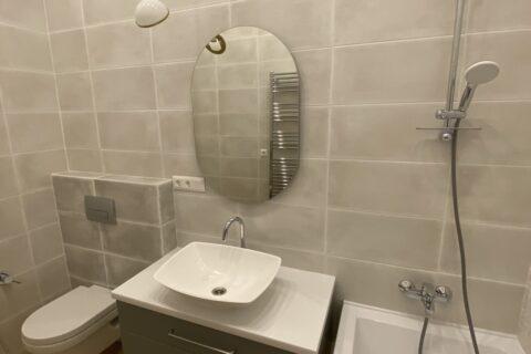 light bathroom with a bathtube